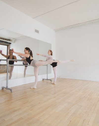 dancers-do-ballet-warm-up.jpg